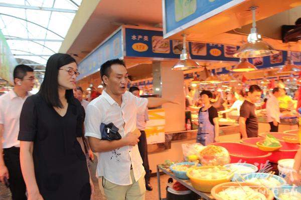 方小卫视察推进方岩菜市场整治工作